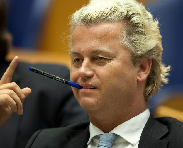 DEN HAAG - Geert Wilders, fractievoorzitter van de PVV, vermaakt zich tijdens het wekelijkse vragenuurtje in de plenaire zaal van de Tweede Kamer. ANP ROBERT VOS